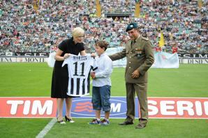 Martin Fortunato, 9 anni, figlio del capitano dei paracadutisti Antonio Fortunato caduto in un attentato a Kabul il 17 settembre del 2009