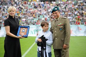 maglia del Siena a Martin Fortunato figlio del capitano morto a Kabul