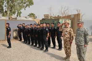 La Gendarmerie Training Unit schierata a Camp Dublin per l'ultimo ammainabandiera (Foto a cura di NTM-I)