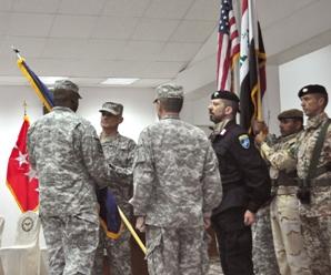Passaggio di consegne tra i generali statunitensi Ferriter e Caslen