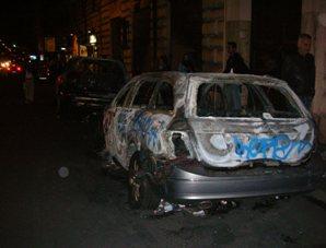 Roma violenta, auto incendiata