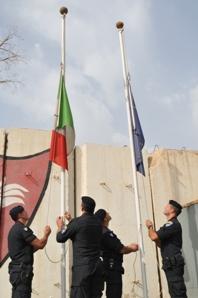 Cerimonia dell'ammainabandiera nella base di Camp Dublin, riconsegnata alle autorità irachene. (Foto a cura di NTM-I)