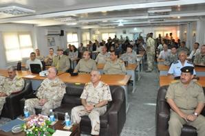 Al centro il Presidente della Defence University for Military Studies, generale Hussein e, alla sua sinistra, il generale Armentani, vice comandante della NTM-I (Foto a cura di NTM-I)