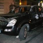 roma-auto-danneggiata-incendiata
