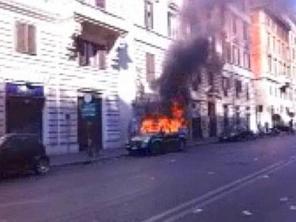 roma-auto-incendiata