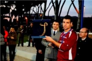 Il caporal maggiore De Paolis ritira il premio fair play