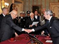 Il ministro della Difesa ammiraglio Di Paola giura al Quirinale