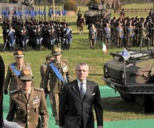 Il ministro della Difesa insieme al generale Abrate, al generale Graziano e al generale Valotto