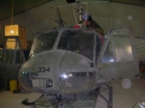 AB 205 in manutenzione al rientro da un volo