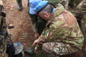 Libano - il generale Lamanna dà l'impulso per il brillamento delle mine per la bonifica