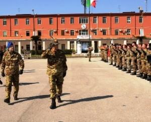 Il generale Graziano saluta i bersaglieri della Brigata Garibaldi prima della partenza per l'Afghanistan
