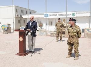 Staffan De Mistura, ha visitato il contingente italiano impegnato nell'operazione ISAF