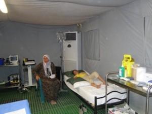 bambina-siriana-riceve-cure