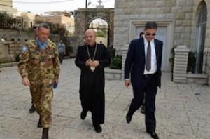 il generale Bettelli, l'arcivescovo Bacouni e il console libanese a Tiro
