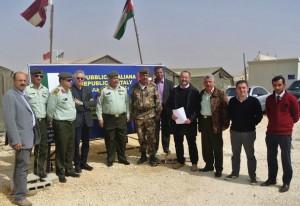 Un momento della visita dell'ambasciatore Fondi al campo di Zaatari