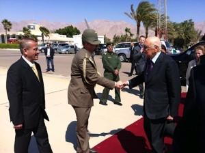 Il colonnello Gatti e il Presidente Napolitano durante la visita del Capo dello Stato in Giordania