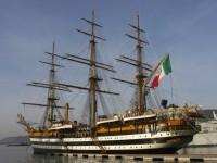 L'Amerigo Vespucci in porto a Livorno: le date per le visite a bordo