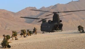 Missioni internazionali. Sbarco da un CH47 italiano e acquisizione della zona di atterraggio