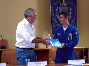 Il sindaco Enzo Sindoni e il Comandante Jan Slangen
