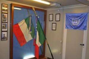 La Bandiera di Guerra del Reggimento granatieri accanto a quella del Reggimento Lagunari Serenissima