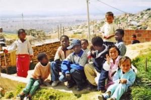 mercatino di beneficenza a favore dei bambini orfani di Cartago