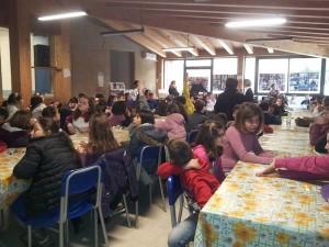Un momento della conferenza con gli alunni della scuola elementare di Brolo