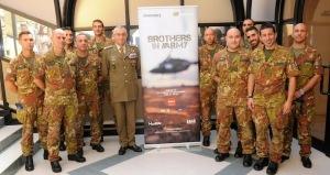 Il gen. Graziano insieme ai piloti di Brothers in Army