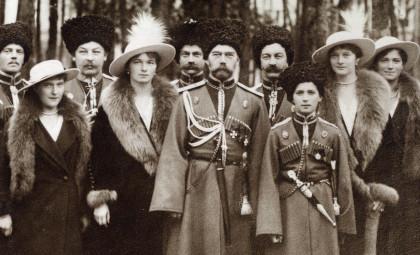 Nikolay  II con le gurdie cosacche