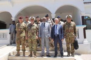 L'ammiraglio Binelli Mantelli in visita a Gibuti e a Mogadiscio