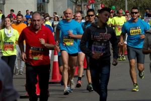 Al centro il generale Luciano Portolano, Head of mission e Force commander di Unifil, durante la Beirut Marathon