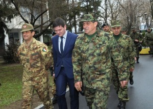 Il comandante della Kosovo Force in Serbia per gli High Level Talks