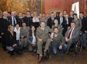 Il ministro Pinotti insieme agli atleti del Gruppo Sportivo Paralimpico della Difesa e ai testimonial