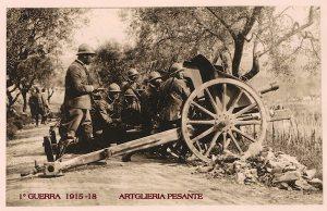 Un obice scudato dell'artiglieria italiana durante la prima guerra mondiale