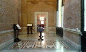 Una sala del Sacrario delle Bandiere a Roma