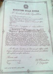 Copia del decreto di conferimento della medaglia d'argento al valor militare alla bandiera del 68º Reggimento fanteria Legnano