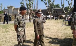 Il generale Errico durante la visita all'area espositiva