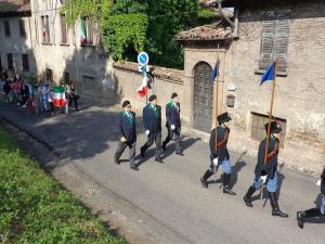 Lo stendardo della Sezione ANAC di Roma attraversa il paese di Montebello