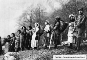 Foto dell'epoca -  Portatrici verso posizioni