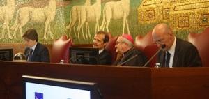 Un momento dell'incontro presso la Pontificia Università Lateranense - Da sin. prof. Volpe, direttore Massolo, Mons. Dal Covolo e dott. Giani