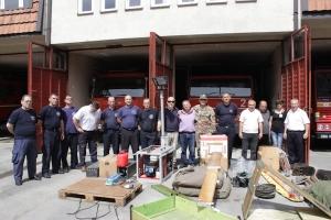 I Vigili del fuoco di Gjakova insieme al dottor Faccani, al colonnello Valle e alla dottoressa Modugno