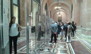 Un momento dell'inaugurazione della mostra presso il Sacrario delle Bandiere delle Forze Armate a Roma