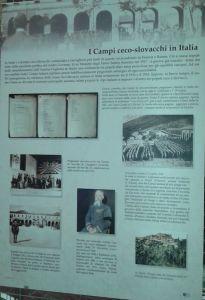Uno dei pannelli della mostra in cui si parla dei Campi ceco-slovacchi in Italia