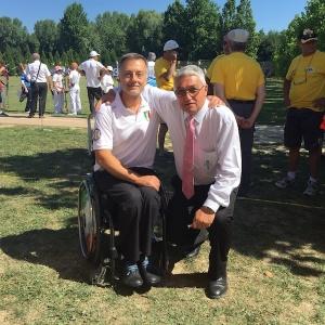 Il tenente colonnello Roberto Punzo del GSPD con il Presidente della FITARCO, Mario Scarzella