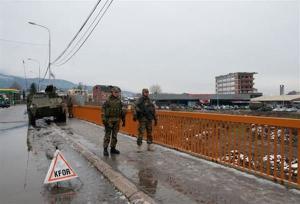 Militari italiani salvano un bambino in Kosovo
