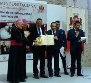 Un momento della consegna del premio al Rabbino Capo della Comunità Ebraica di Roma, Riccardo Di Segni