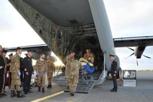 Feriti libici trasportati in Italia con un C-130J dell'Aeronautica Militare
